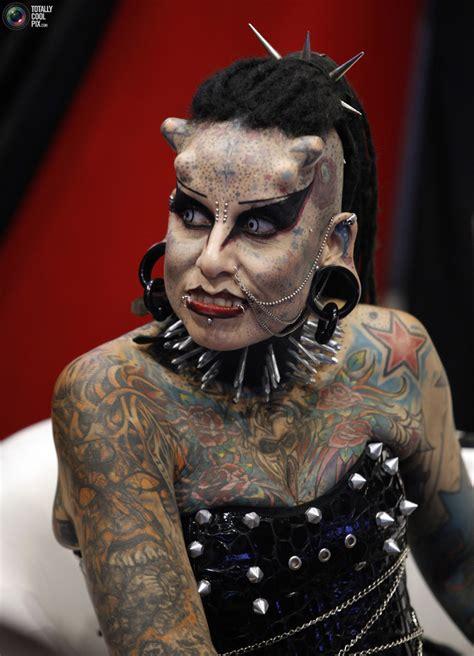 de fotos durante la expo tatuaje tattoo internacional en