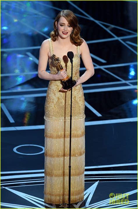 emma stone oscar movie emma stone wins best actress at oscars 2017 watch her