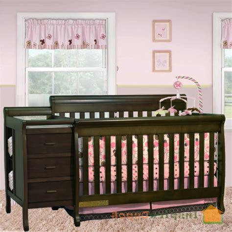 baby vom bett gefallen kinderbett aus massivholz 24 designs