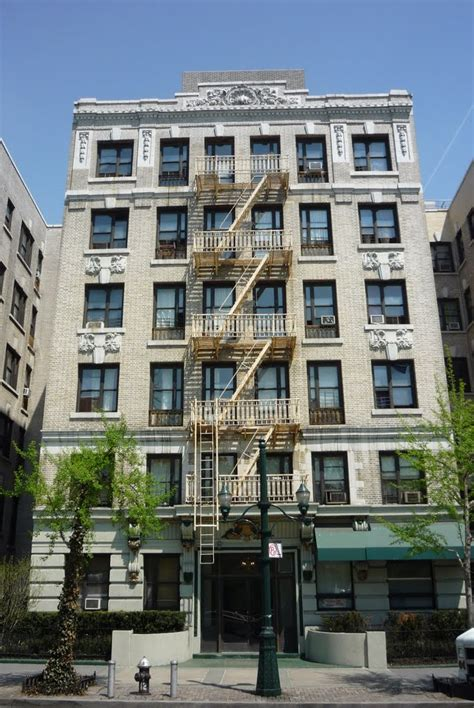 appartment nyc panoramio photo of apartment buildings along cathedral