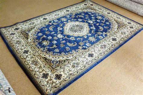 Karpet Bulu Bermotif tips memilih karpet ruang tamu yang baik