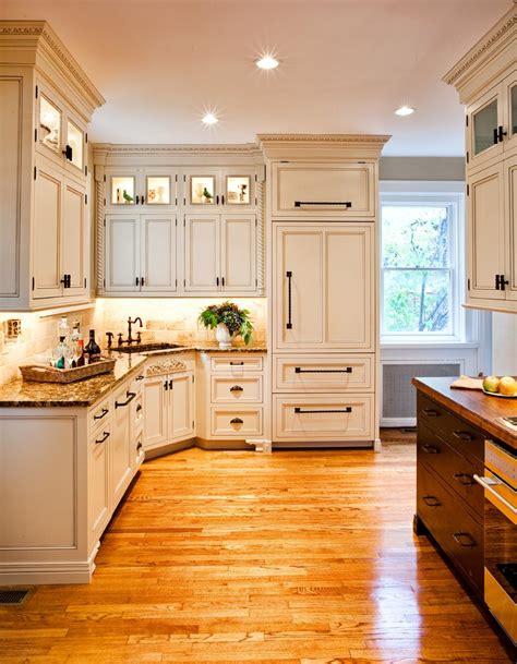 fabulous shaker cabinet hardware  beige soapstone
