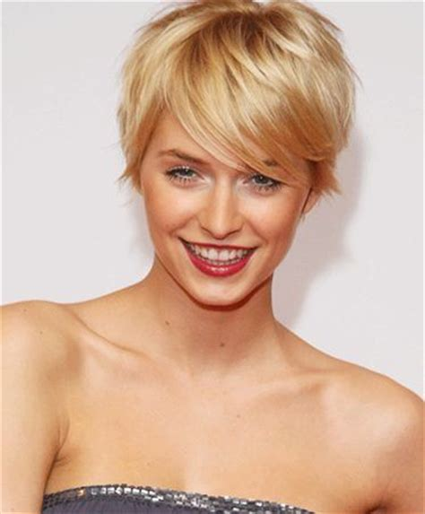 short haircut with lots of volume and backcombing short but still nice volume and bangs i like this a lot