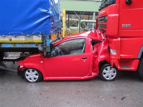 Totalschaden Auto Verkaufen by Weihnachtsmarkt Besuch Endete Mit Totalschaden Carpoint24 De