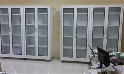 Lemari Kaca Laboratorium produksi dan menjual lemari kantor roll o pack locker rak perpustakaan rak gudang meja