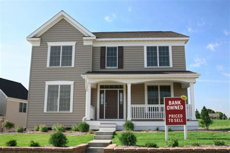 how to buy foreclosed houses how to buy a foreclosed home from a bank