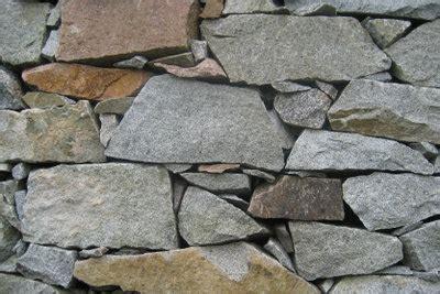 Hochbeet Aus Natursteinen Selber Bauen by Aus Naturstein Im Garten Ein Hochbeet Bauen