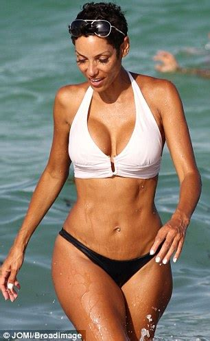 nicole murphy showcases her toned tummy in a sexy black