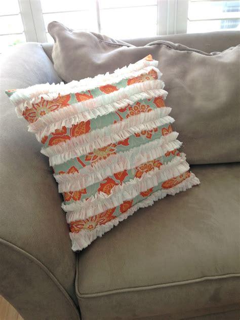 Ruffle Pillow Tutorial by Ruffle Pillow Tutorial