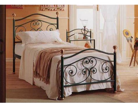 letto contenitore con testata in ferro battuto letto singolo letti in ferro battuto arte e stile
