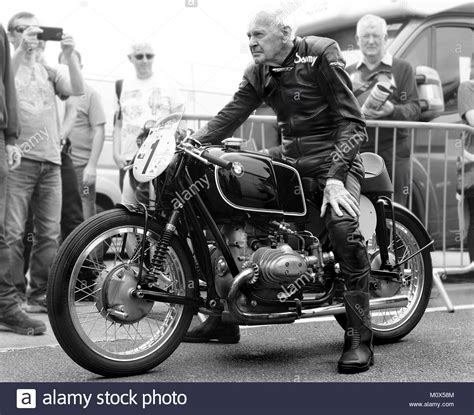 Alte Motorradtanks 85 year motorcycle racing legend sammy miller starting