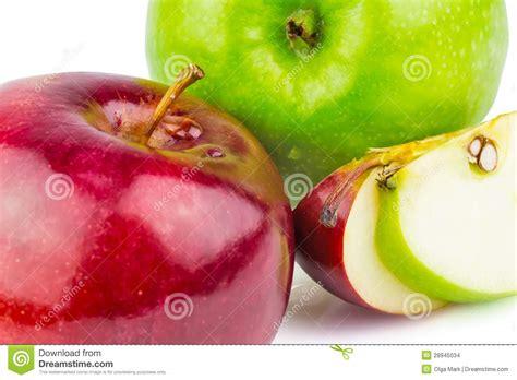 imagenes verdes y rojas manzanas verdes y rojas frescas imagenes de archivo