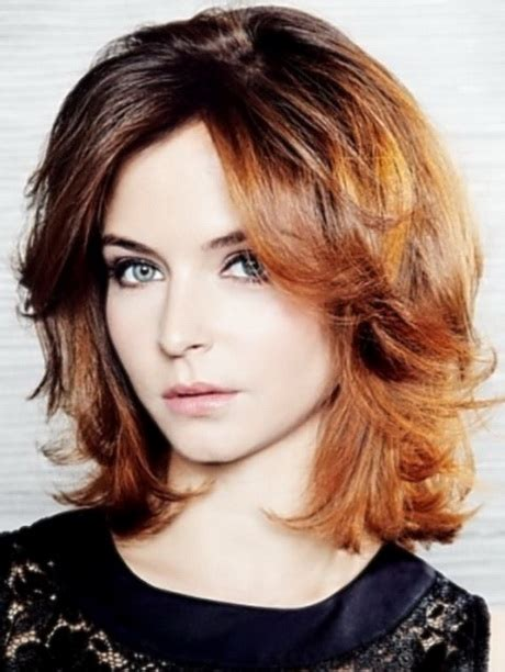pics of womens medium lenghth hairstyles shoulder length layered haircuts for women