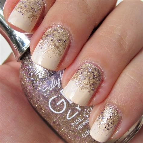 easy nail art glitter gradient glitter nails in 4 easy steps makeup and macaroons