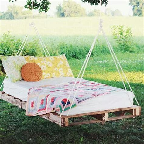 pallet swing bed diy swing bed from pallets diy pinterest