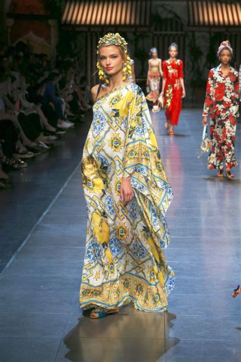 Maxi Dg 50 dolce and gabbana summer 2016 majolica print one
