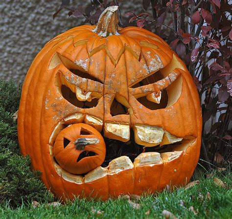 clever pumpkin 10 creative pumpkin carvings swick