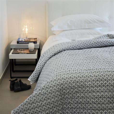 dessus de lit etoiles en coton gris et blanc