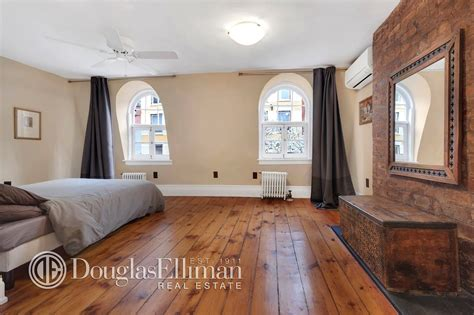 1 East 53rd Fourth Floor by One Of Manhattan S Last Wood Frame Homes Is Up For Rent
