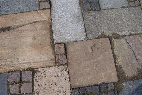 mosaikpflaster verschiedene materialien wildpflaster