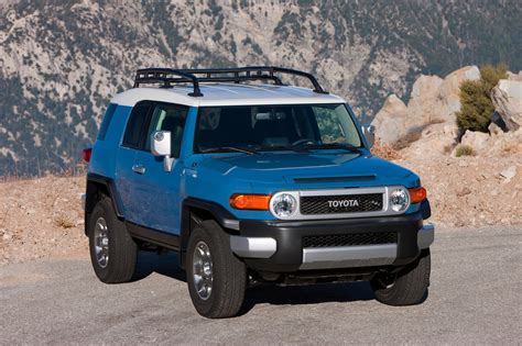 motorcars toyota 2013 toyota fj cruiser reviews and rating motor trend