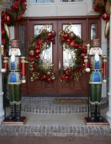38 stunning christmas front door d 233 cor ideas digsdigs christmas front door decorations ideas my desired home