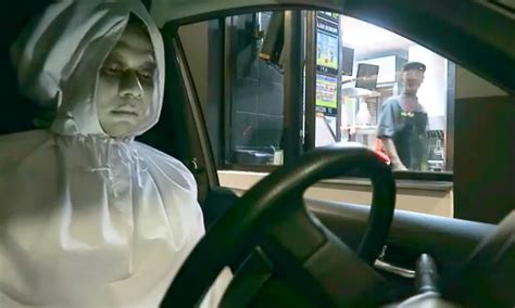 pocong drive  order makanan pakai kostum hantu