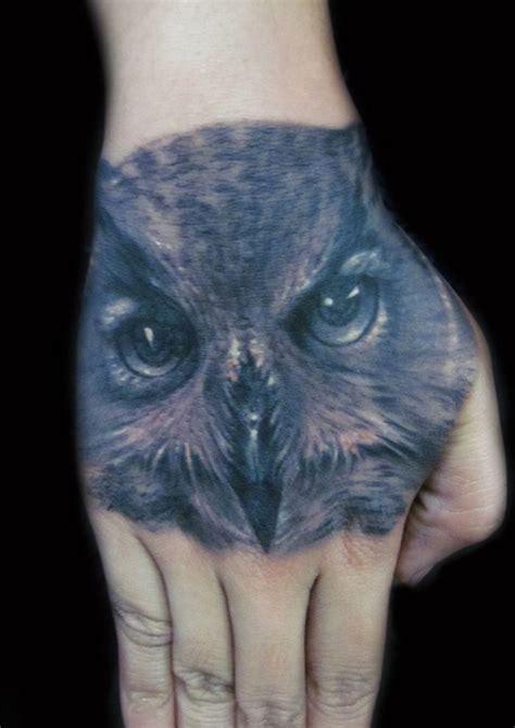 推荐一款手背猫头鹰纹身图案