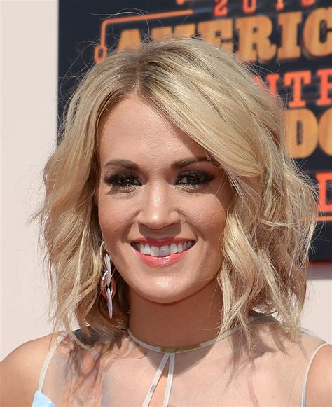 Carrie Underwood Hairstyle by Carrie Underwood Medium Wavy Cut Carrie Underwood Hair