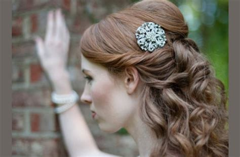 how to get a lifted crown hairdo wedding hair how to half up crown lift