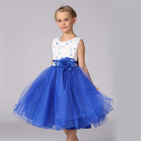 recommended clothes shop with fashion wedding models picture
