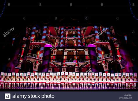 Lovely Rockettes Christmas Show Nyc #4: Rockettes-forming-merry-christmas-and-a-happy-new-year-on-stage-in-CYW5W1.jpg