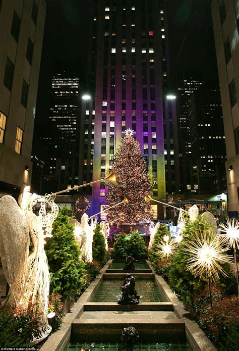 restaurant with view of christmas tree at rockefeller history of the rockefeller center tree daily mail