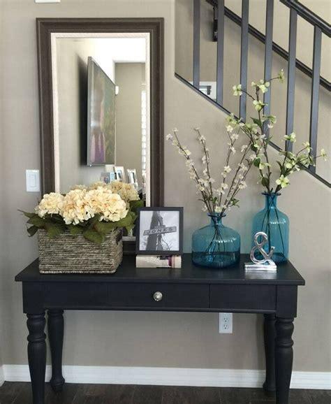 Meja Foyer yuk pilih pilih meja paling chic untuk menghias entryway