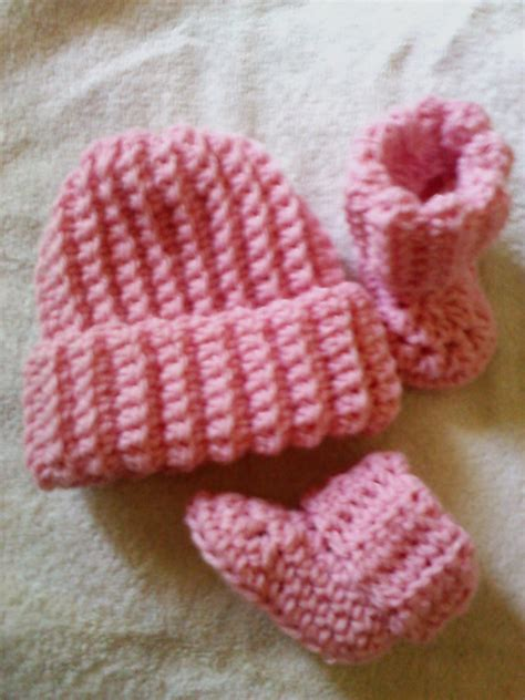 Cuffed Ribbed Top crochet patterns galore ribbed cuff baby booties and beanie