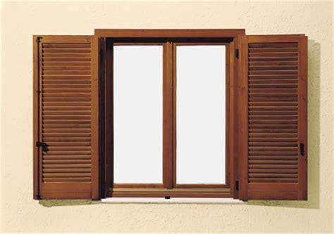 persiana in legno gelosie in legno