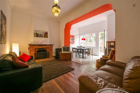 single room in awesome house with 9 rooms living room