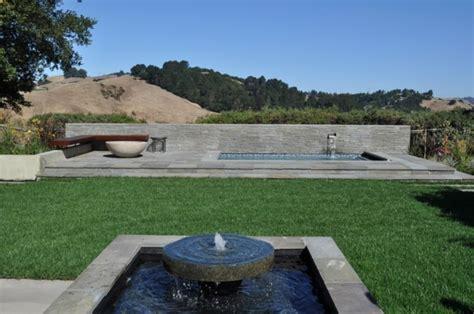 giardino semplice fontane idee particolari per un giardino da sogno