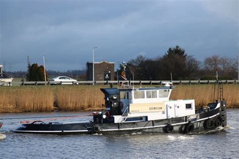 sleepboot rodie silo transport op de hollandsche ijssel zeemeeuw rodie