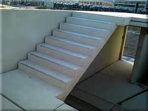 betonfertigteile treppen treppen treppe mit trittschutzkanten jpg