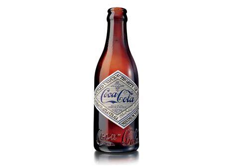 original color of coca cola galleria immagini l evoluzione della bottiglia coca cola