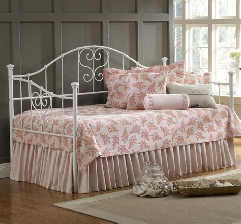 what size comforter for daybed size daybed bedroom sets 187 vikingwaterford page 21 tree