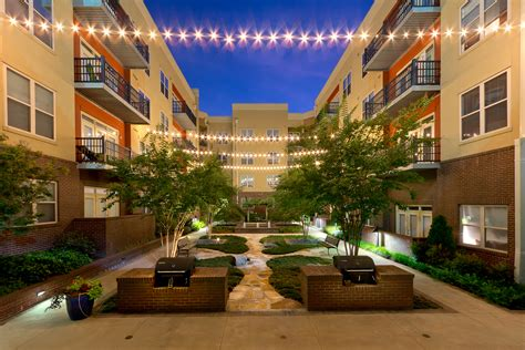 Apartment Courtyard | atlanta ga hotel and apartment photography
