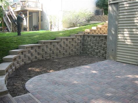 Paver Patio With Retaining Wall Best 25 Retaining Wall Patio Ideas On