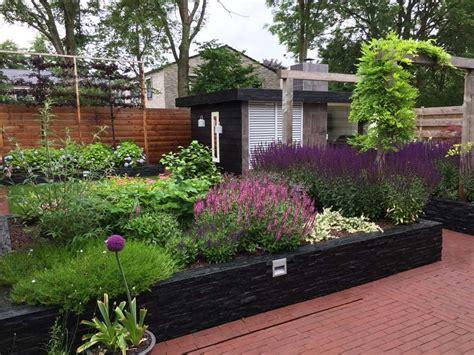 strakke tuin plantenbakken hoveniersbedrijf assen tuinonderhoud tuinaanleg door