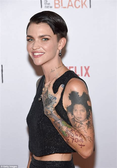 tattoo nyc no minimum ruby rose flashes taut tummy at orangecon fan event in nyc