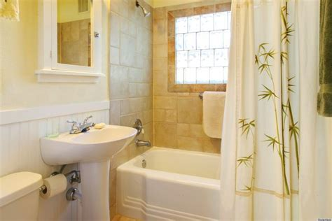 Simple Bathroom Makeovers by 17 Best Ideas About Simple Bathroom Makeover On