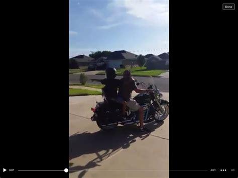 Kinder Motorrad Mitfahren by W 252 Rdet Ihr Eure Kinder Auf Einem Motorrad Mitfahren Lassen