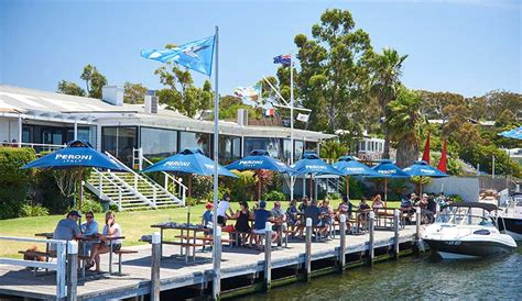lakes entrance bbq boat hire metung luxury accommodation the moorings at metung on