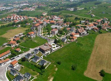 fotos aereas antiguas de pueblos de españa vista a 233 rea panor 225 mica del pueblo polanco cantabria